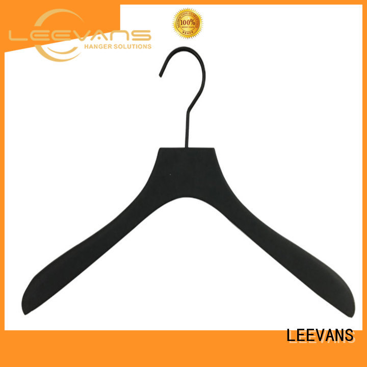 LEEVANS personalized wooden hangers black for children