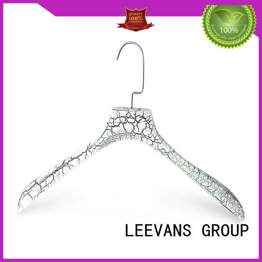LEEVANS online wooden coat hanger supplier for children