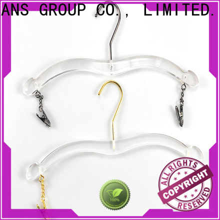 New white hangers black company for casuals