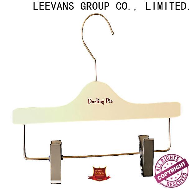 LEEVANS Top timber coat hangers Supply for kids