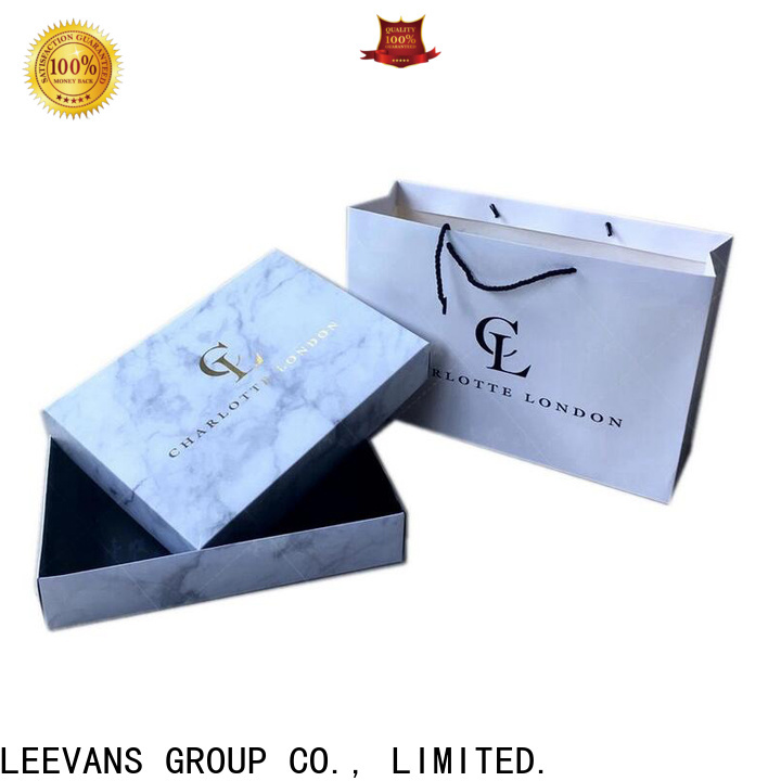 LEEVANS clothing display manufacturers