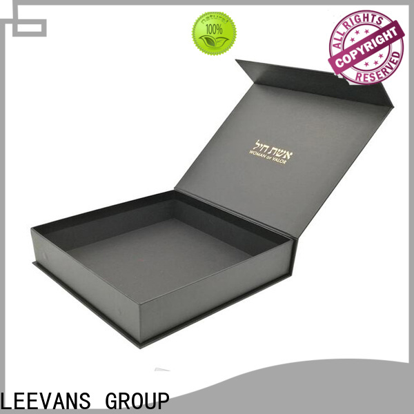 LEEVANS clothing display for business