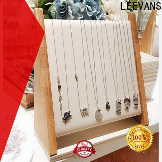LEEVANS retail display props company