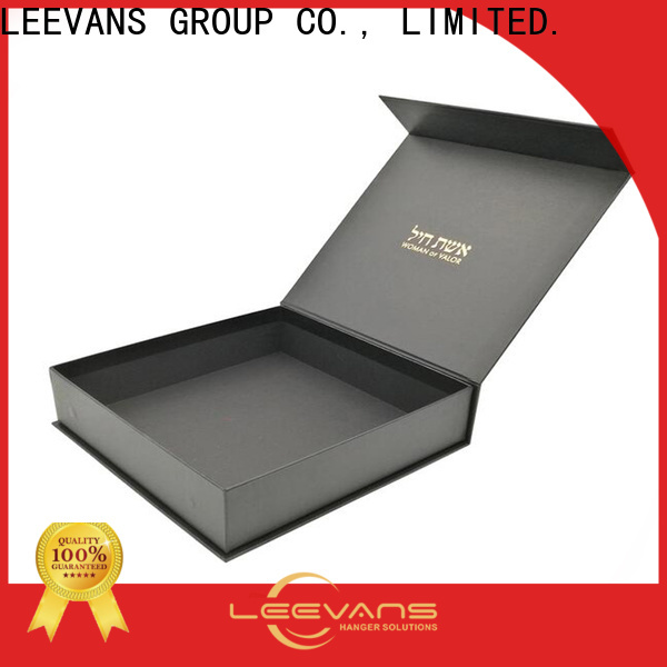 LEEVANS clothing display Supply