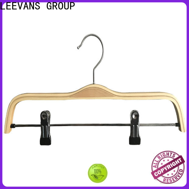 LEEVANS High-quality coloured wooden coat hangers for business