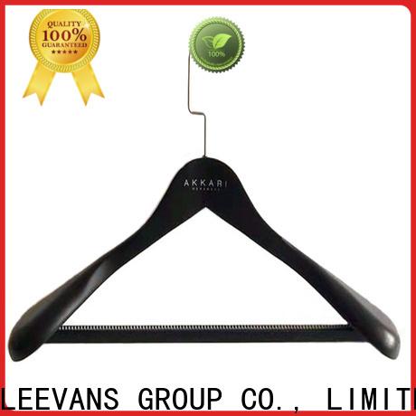 LEEVANS Wholesale cheap wooden coat hangers company