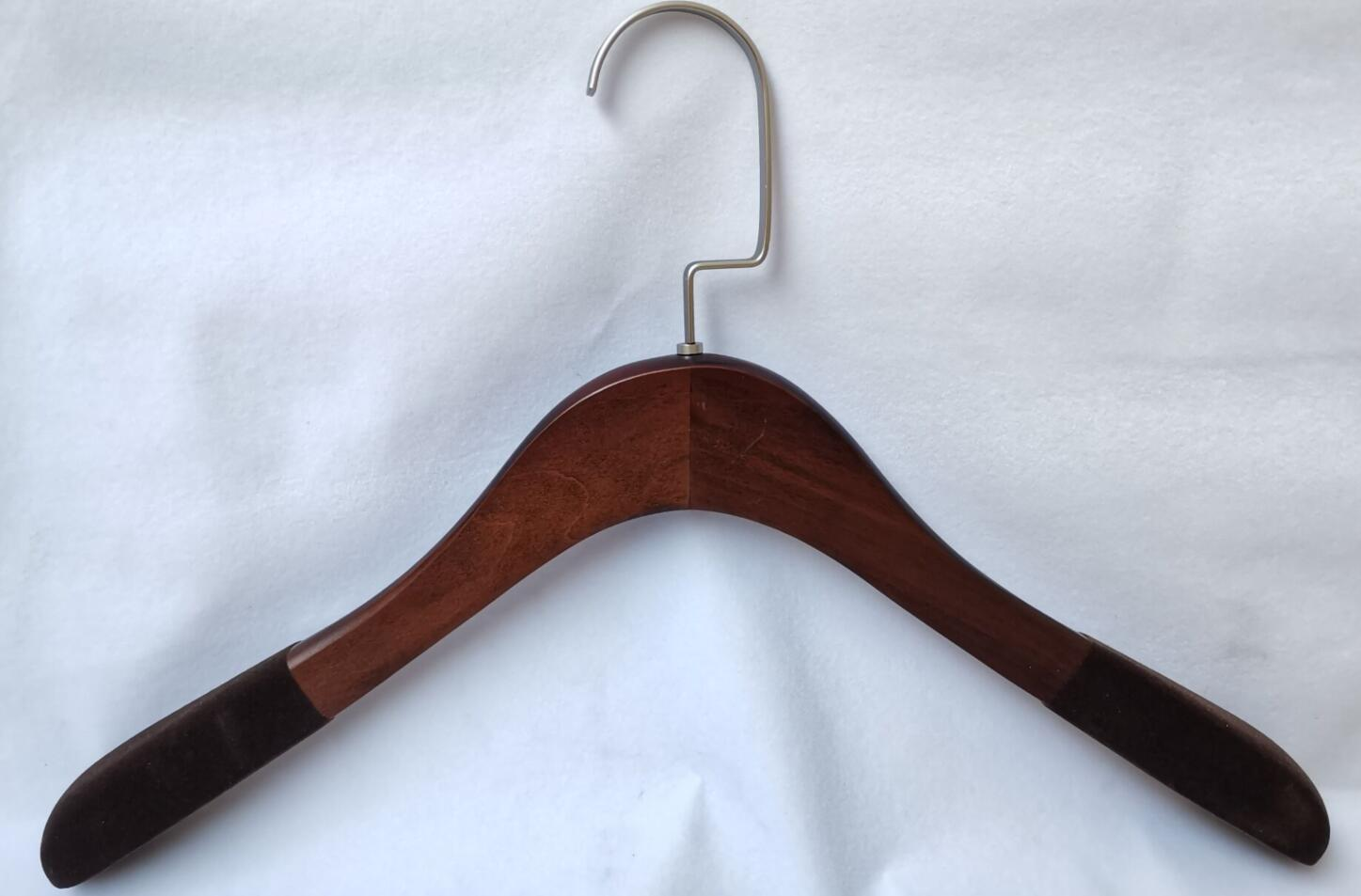 Classical Wooden Hanger With Flannel On The Two End