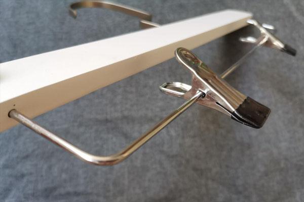 LEEVANS buy wooden hangers Suppliers-6