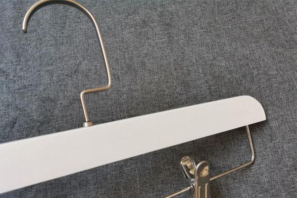 LEEVANS buy wooden hangers Suppliers